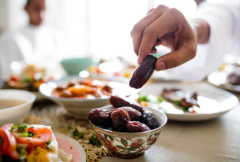 لماذا حذر الأطباء من النوم بعد تناول إفطار رمضان تركيا اليوم