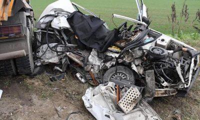 شاهد: حادث مُروع لتصادم شاحنة سيارات وموت أحد السائقين