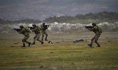 افراد من الجيش التركي